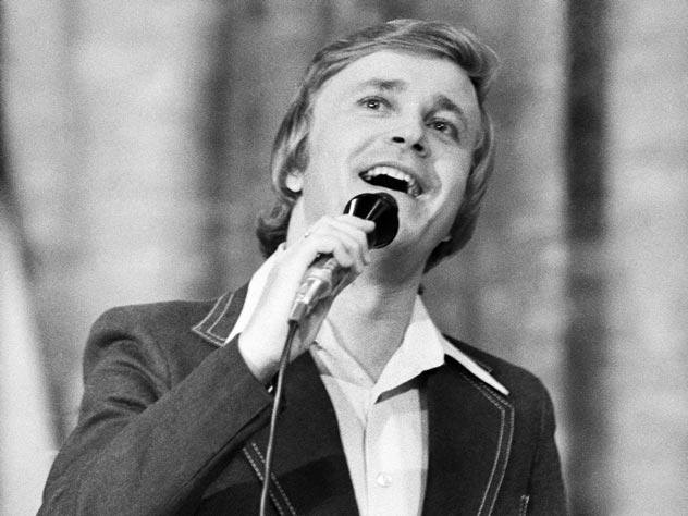 Трагедия Евгения Мартынова: как на самом деле умер популярный советский певец?