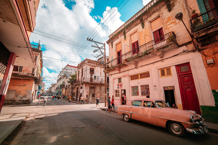 i-spent-20-days-in-cuba-documenting-the-life-of-local-people-22__880