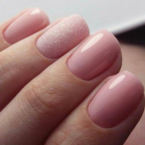 Маникюр в светлых тонах: розовый