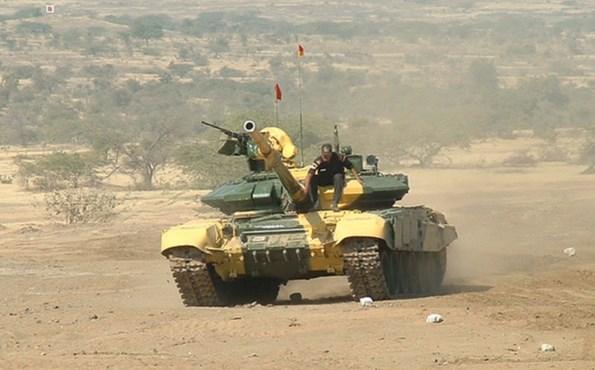 Сирийские Т-90 и российские Ми-28 прорывают оборону ИГИЛ в Хаме