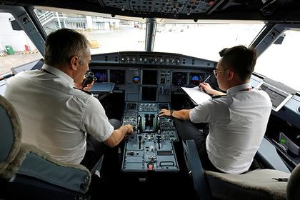 Американский пилот визуально…