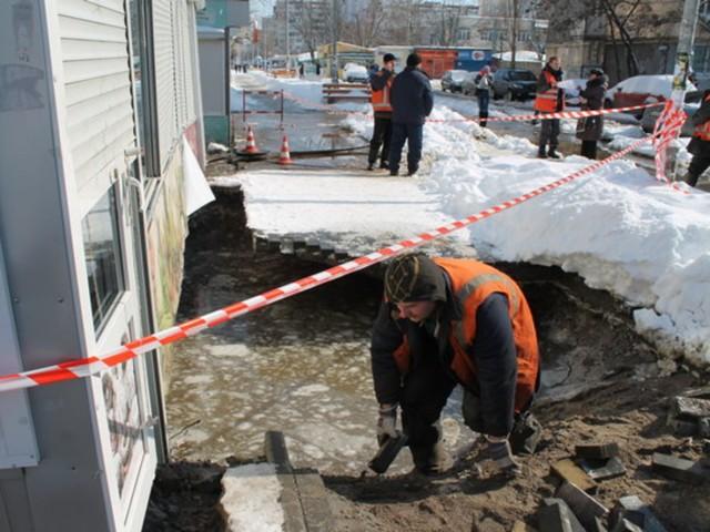 В Киеве после подачи горячей воды во многих домах лопнули трубы