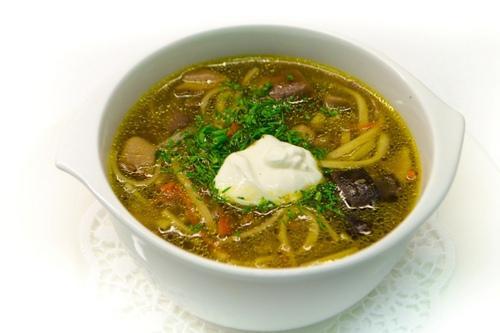 Ароматный грибной суп с вермишелью.