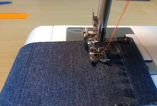 Как прострочить отделочную строчку в три нитки из одной катушки… Теперь эта хитрость доступна не только опытной швее!