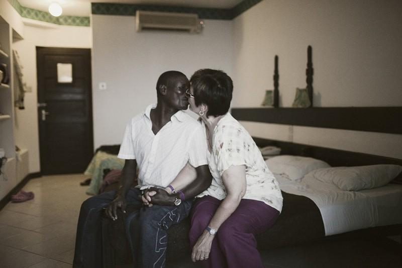 Секс-туризм в африку для белых старух
