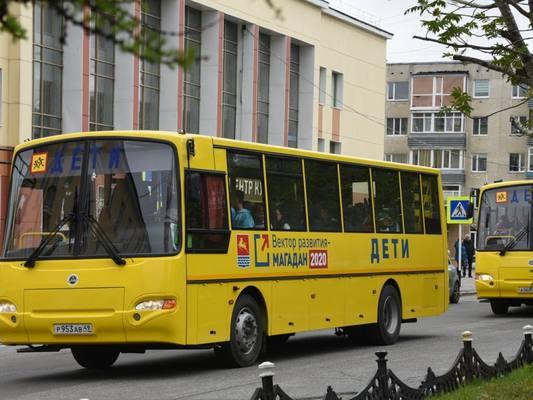 """Школьный автобус начал ходить от """"Кожзавода"""" до школы №29 в Магадане"""