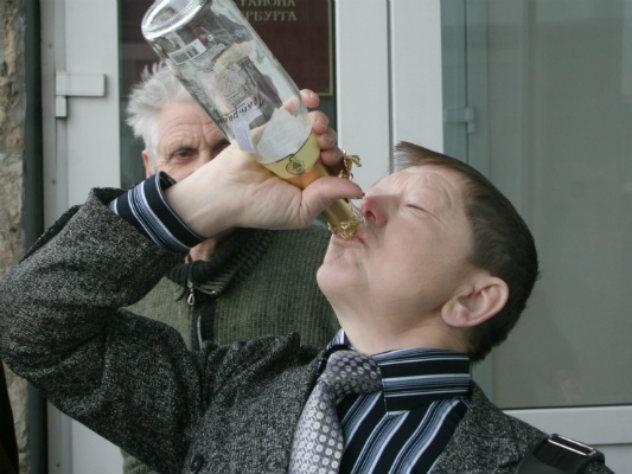 Ученые выяснили, как водка «ломает» мозг и становится вкусной