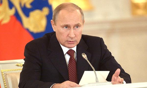 Путин предложил провести индексацию зарплат бюджетникам, не затронутым майскими указами