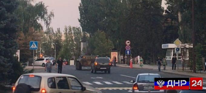В ДНР введено чрезвычайное положение, на улицах бронетехника (ФОТО)