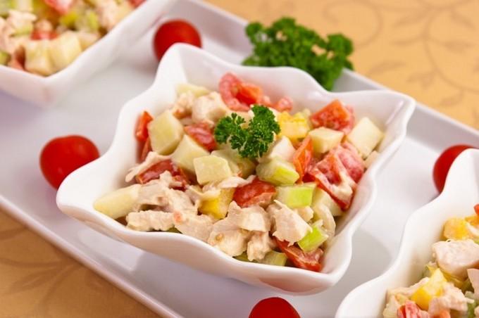 Салат из помидоров с сельдереем и картофелем