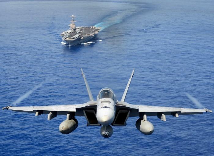 Сегодня самолёты могут не долетать до ближайшего аэродрома, если поблизости есть авианосец. /Фото: GetBg.net