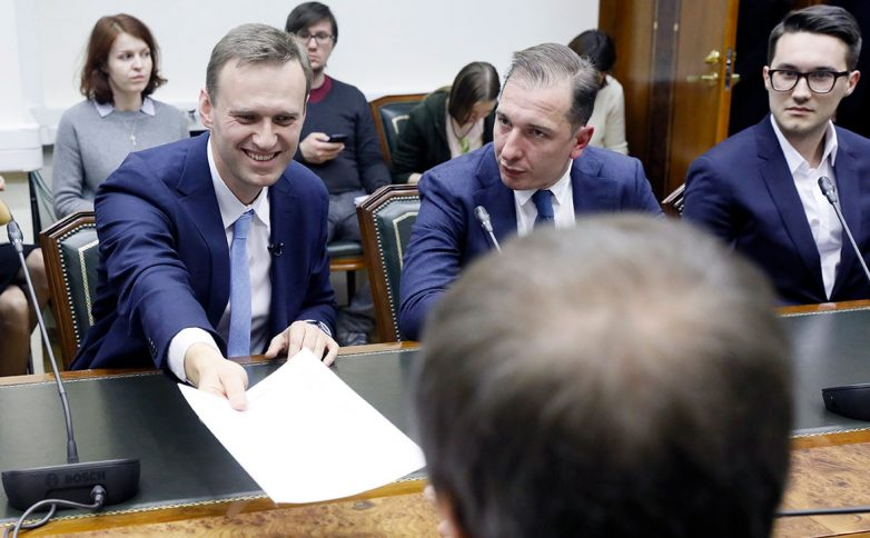 Навальный подал в ЦИК документы для регистрации на выборах