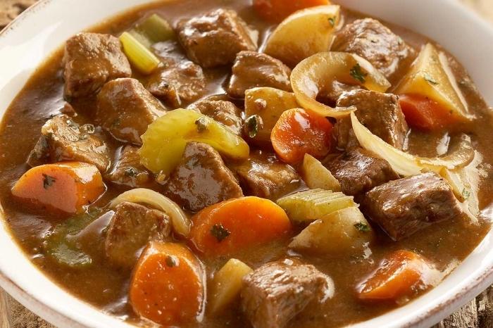 Тушеная свинина с капустой и картошкой: рецепт и секреты приготовления