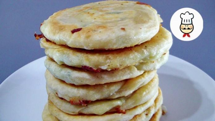 Вкусные лепешки с сыром и луком