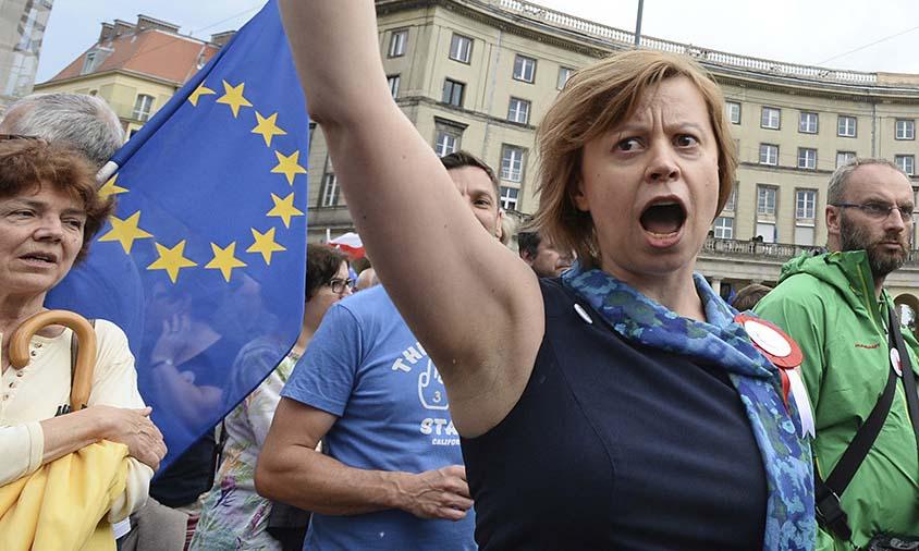 Польша приперла Еврокомиссию к стенке: Надоели двойные стандарты