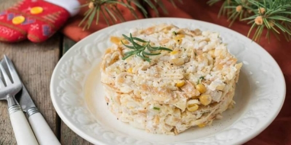 Салат с блинчиками из яиц и колбасой: ингредиенты, рецепты