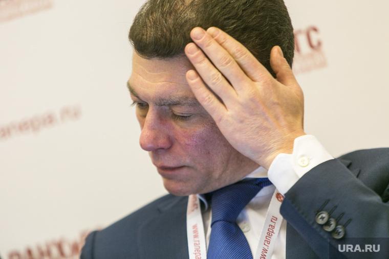 Россияне поиздевались над словами Топилина о беспрецедентном росте зарплат. «Семимильными шагами идем в рай»