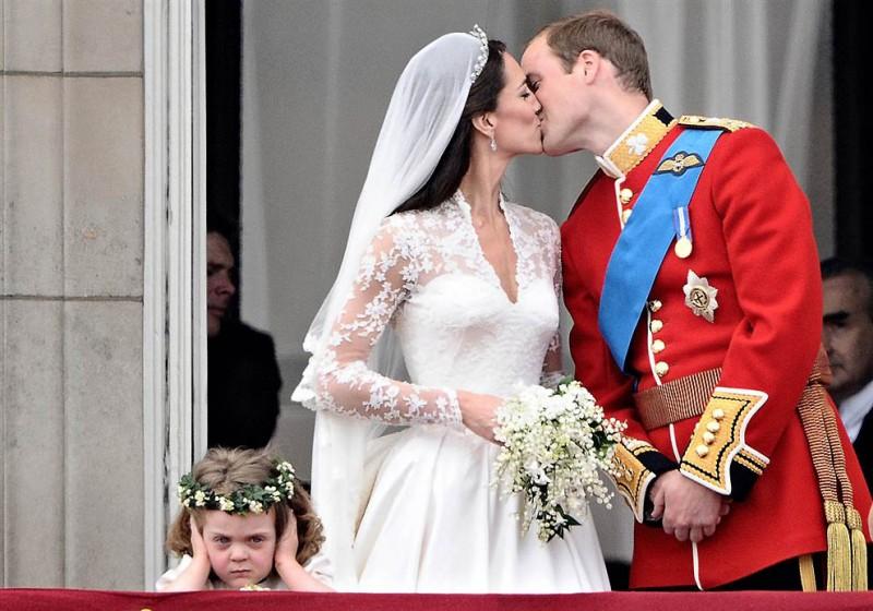 Яркие снимки британских королевских свадеб