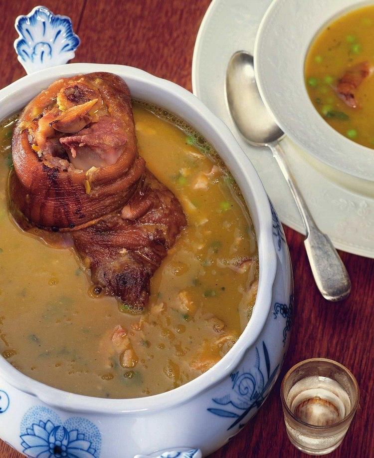 Гороховый суп со свиной рулькой