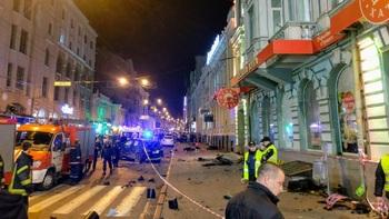 Видео, как Lexus, въехавший в толпу в Харькове, уже нарушал ПДД