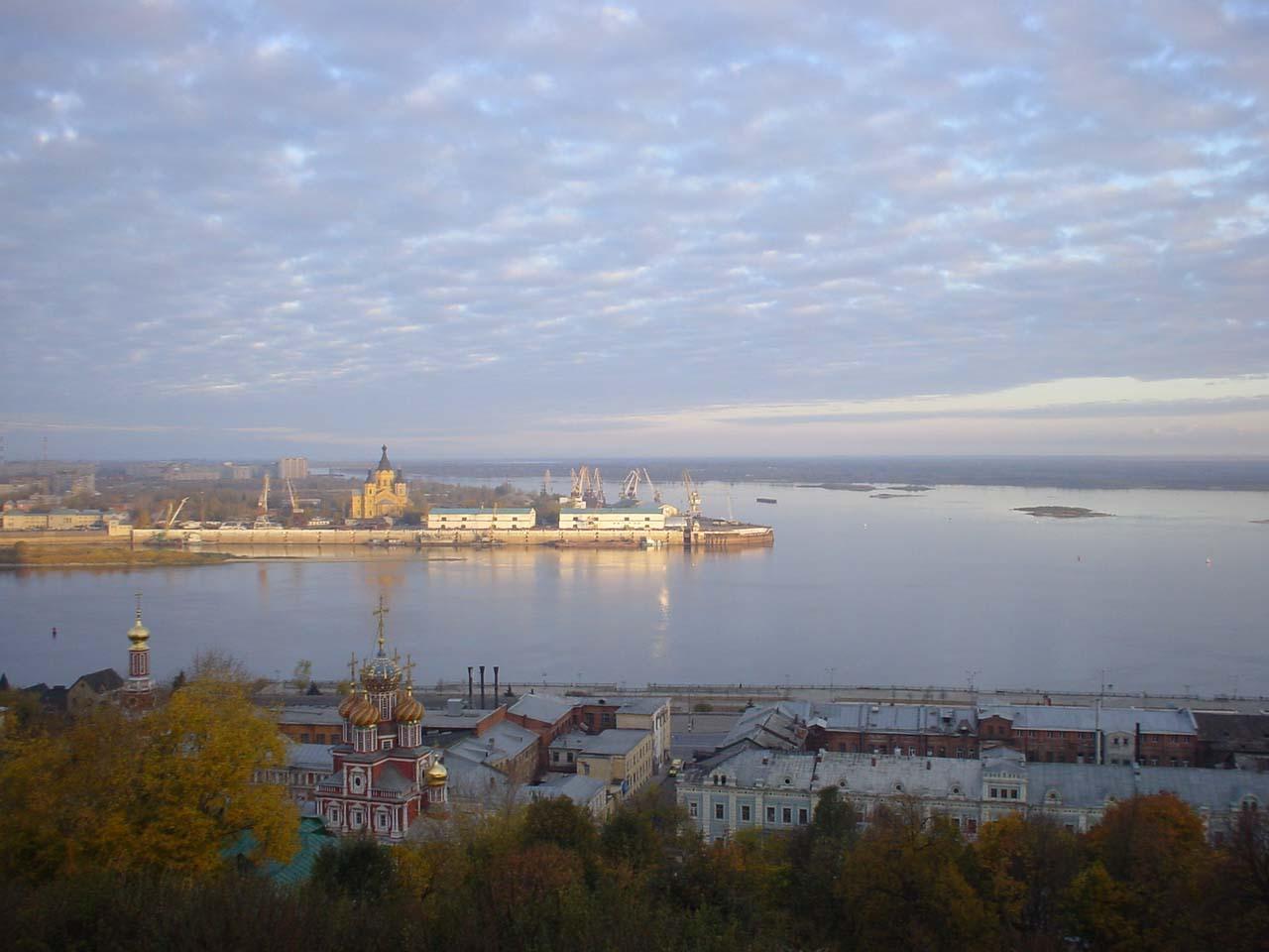 Россия! Моя Россия! Течёт река Волга!