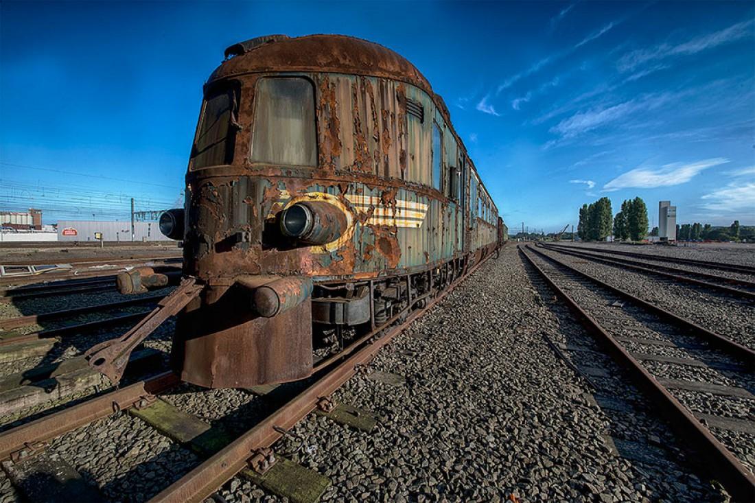 Мурашки по коже: ржавый заброшенный поезд XIX века с фантастическим дизайном