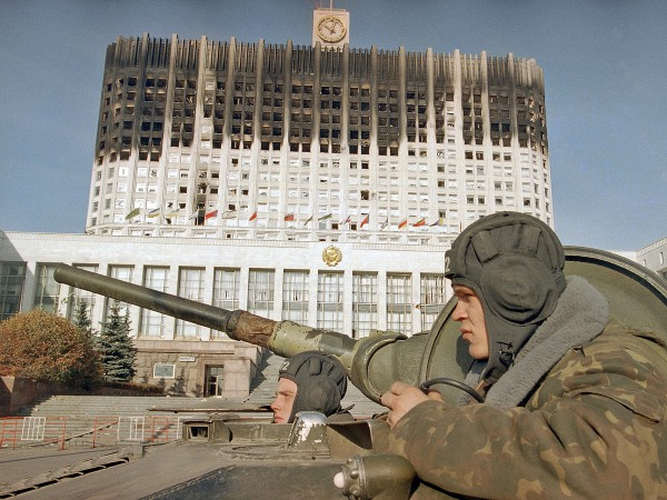 Зачем Ельцину нужен был расстрел Белого дома? Об этом почему-то не рассказывают в Ельцин-центре