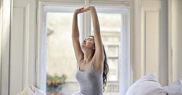 5простых упражнений, которые помогут проснуться утром