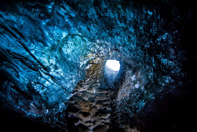 Прогулка по сказочным пещерам Исландии
