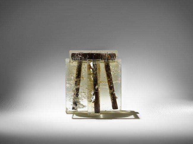 Удивительная мебель из смолы с деревом (9 фото)