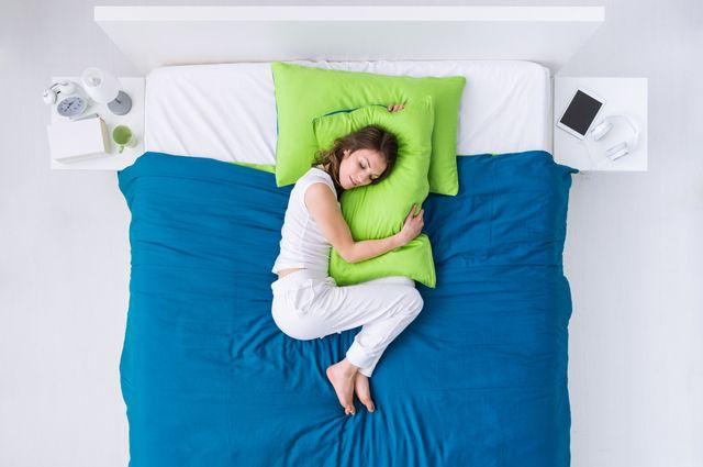 На каком боку лучше спать?