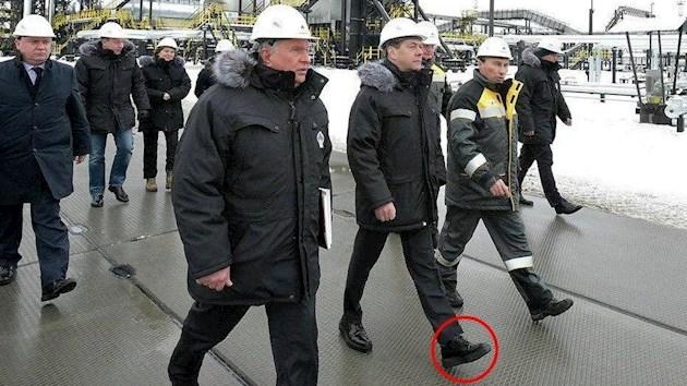 Ну хоть такая радость у хохлов! Украинские соцсети обсмеяли «бронетапки» Медведева