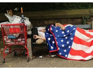 Медленная гибель среднего класса в США подходит к финалу