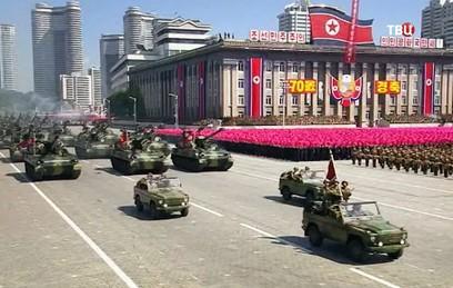 В Пхеньяне прошел военный парад в честь 70-летия основания КНДР
