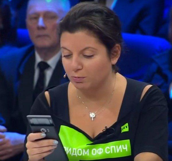 Главред RT Симоньян зачитала стихи про Путина и Навального в прямом эфире