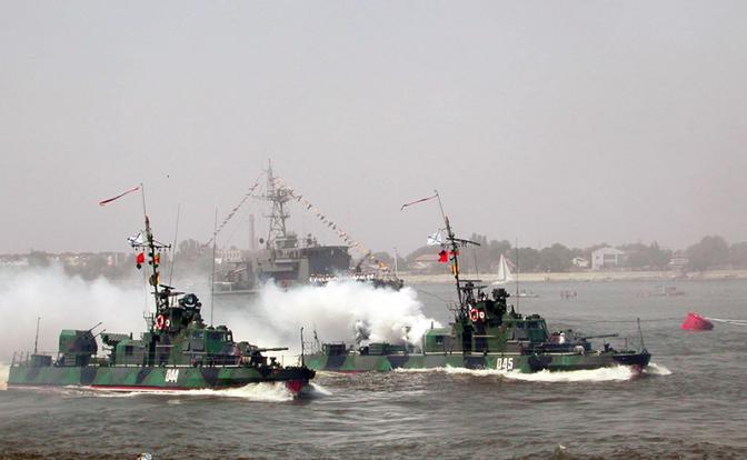Новая флотилия России: На Азовское море надвигается шторм с Каспия
