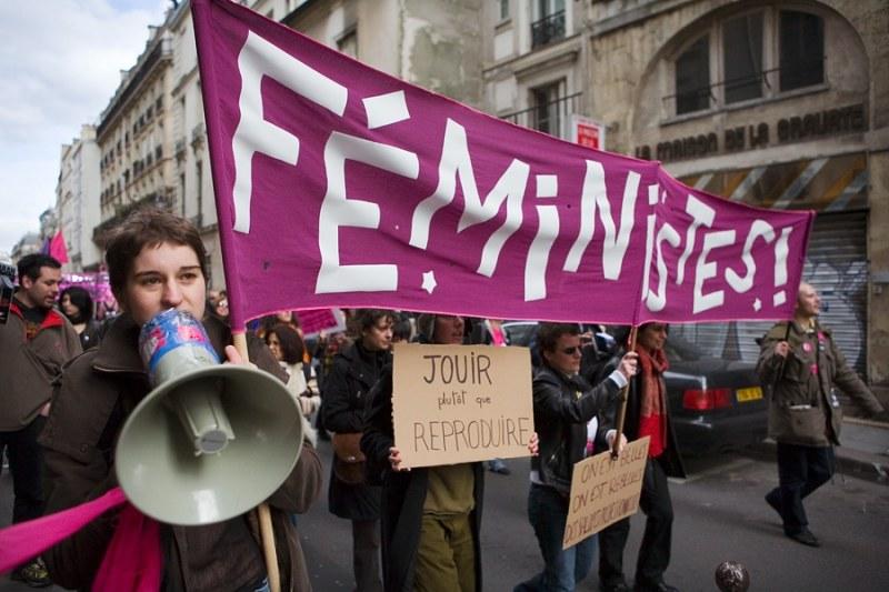Феминистки потребовали призн…