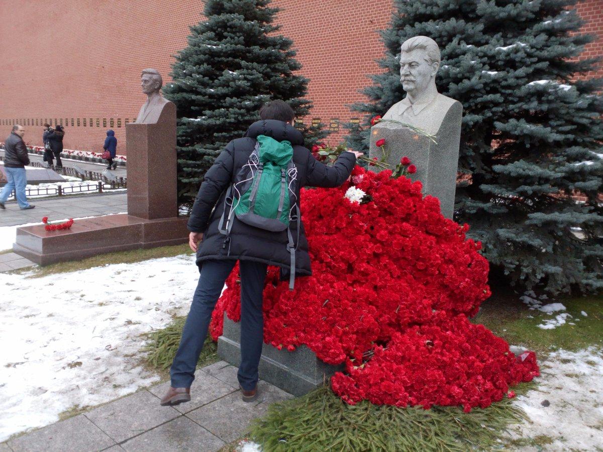 День рождения Сталина. Две гвоздики