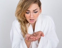 Причины выпадения волос у женщин. Почему такое происходит и что можно сделать?
