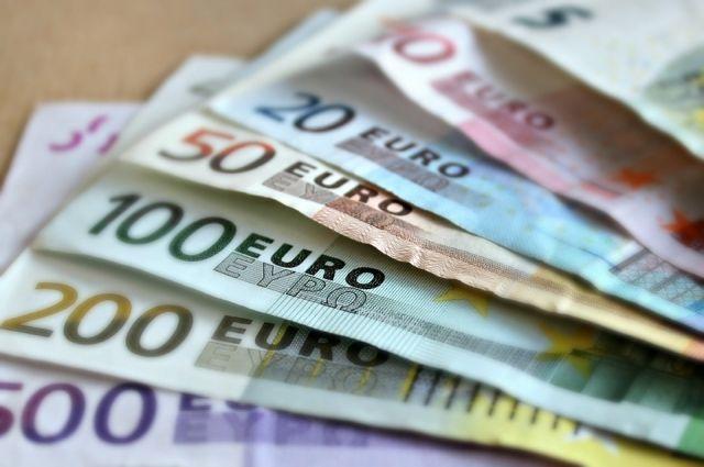 Курс евро впервые с августа упал до 78 рублей