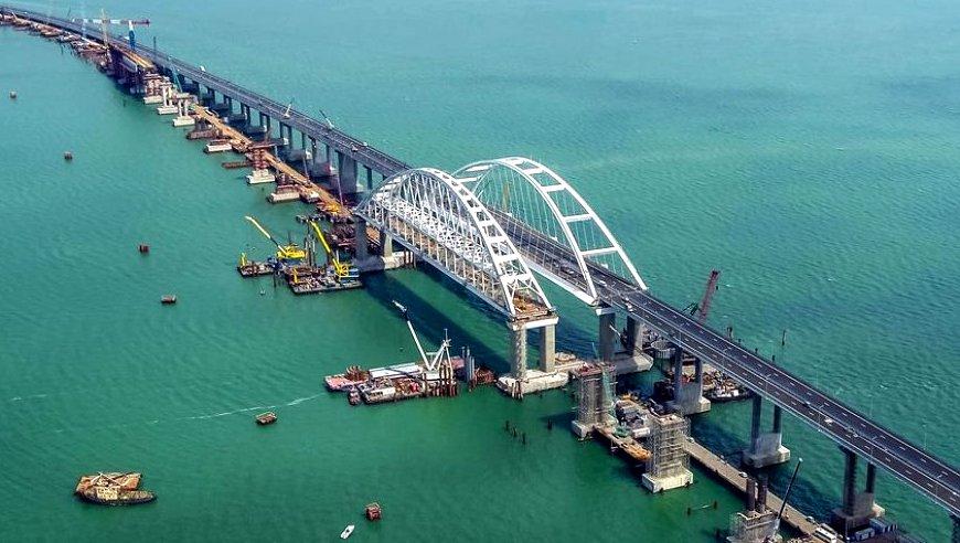 Настоящих буйных мало, вот и ищут в США: Крымский мост сводит с ума