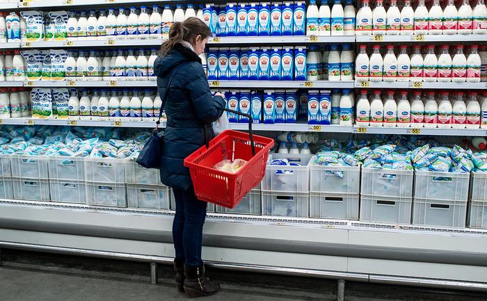 Власти обязали магазины не ставить вместе натуральное молоко и заменители Новости, Молоко, Продукты, Магазин, Дмитрий Медведев, Закон, Торговля