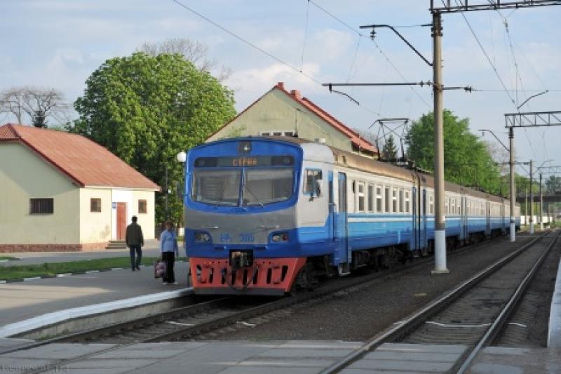 Поезда на Львов остановлены: патриоты украли электрокабель