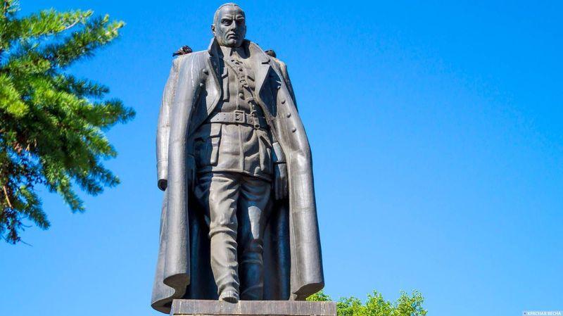 Суд решил не трогать памятник Колчаку в Иркутске — борьба продолжается