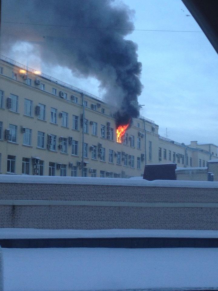 Из-за пожара из Арбитражного суда в Петербурге эвакуировали 100 человек