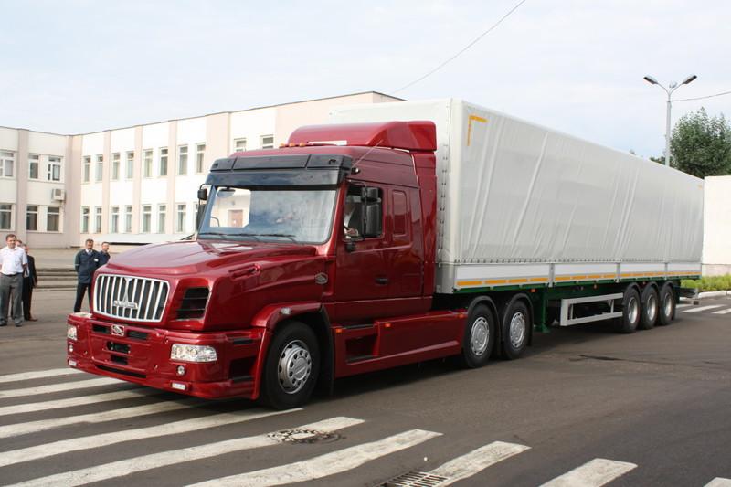 Первый капотный тягач от МАЗ готов поспорить за место под «русским солнцем»