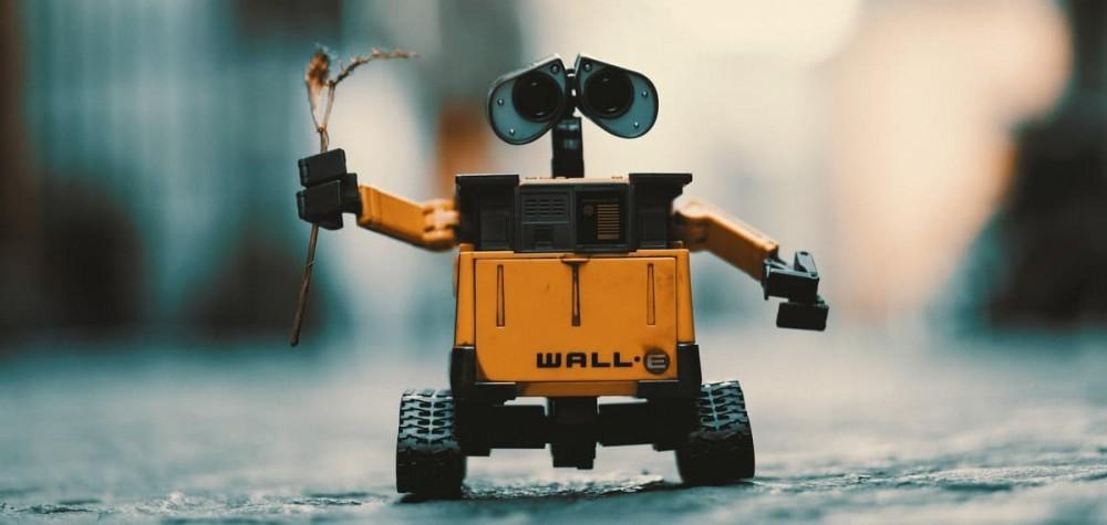 Если робот сделал фото, то владеет фото кто?