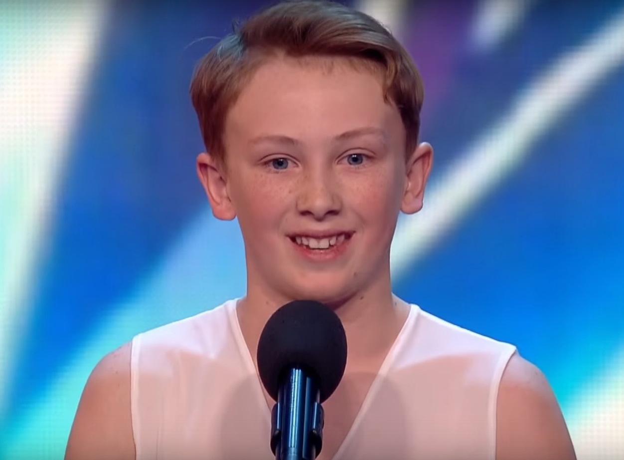 Этого юного мальчика-танцора обзывали геем. Тогда судья сказал фразу, которая заставила зал аплодировать стоя!