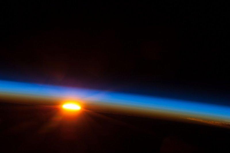 Восход солнца над южной частью Тихого океана земля, космос, красота, природа, фото