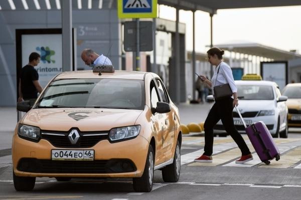 В профсоюзе таксистов выступили против закона о запрете на самозанятость таксистов